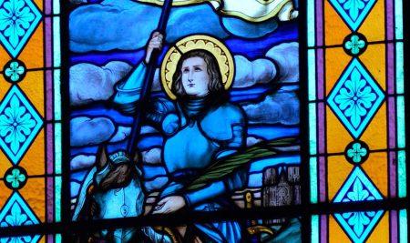 """12 frases y pensamientos de Santa de Juana de Arco, """"la guerrera de Dios"""", para dedicarle a los jóvenes"""